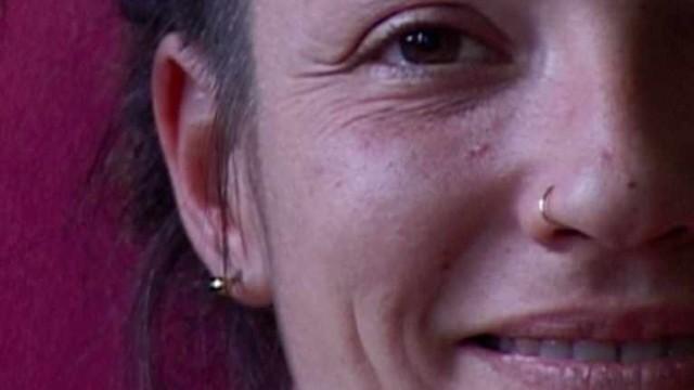 Petite, elle rêvaitd'être fermière ou bonne soeur. Elle sera étudiante fuyant le travail, extraterrestre de salledesprofs, philosophe qui enseigneàse perdre, locataire expulsée, squatteuse de bâtiments vides. Elle fait quoi dans la vie ? Elle vit. Les petites filles sages vont au ciel, les autres vont où elles veulent.  Réalisation Mathieu Kiefer, Lisa Chabbert – production Ciné 2000 – 22 [...]