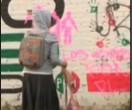 """Année 2006, Oaxaca, Mexique. Une grève de professeur est réprimée brutalement par le gouvernement local. La population décide alors d'expulser les autorités et de s'autogouverner. Après six mois, le président Fox envoie les forces de police spéciales pour """"rétablir l'ordre"""". Peu de médias relayèrent ces évènements. Ce film naît du désir de comprendre ce qui [...]"""