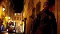 Il fait nuit. Deux hommes travaillent dans les rues d'un centre-ville. Leurs gestes se répètent à l'infini. Quand on prend la peine de les regarder, on y voit de la vie, des mains, des pieds qui volent, des hommes en mouvement. Parades Réalisation Claire Juge – Université Aix-Marseille Secteur Cinéma –14 min – 2014