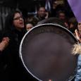 « Si l'un de tes yeux pleure, l'autre ne peut rire ». A Istanbul, Burcu, Sinem et Ergül vivent avec cet oeil qui pleure pendant que le Kurdistan de Turquie s'embrase. Femmes kurdes, mères, féministes, elles racontent leurs combats d'aujourd'hui aux années de dictature militaire après 1980, contre le nationalisme, la guerre, le patriarcat. Noémi Aubry [...]