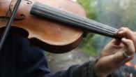 Lors des expulsions de la la ZAD, un violoniste défie les Gendarmes Mobiles. Film tourné dans le cadre des Rencontres d'Ailleurs. Thibault Jacquin – Rencontres d'Ailleurs – 7min – 2018 – Licence libre Creative Commons NC