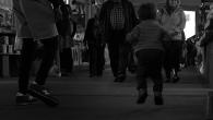 Une chorégraphie du quotidien.  Réalisation Nils Caneele et Klara Garczarek – La Plume Films – 3min – 2015 Licence Creative Commons Pas d'utilisation commerciale – Partage dans les mêmes conditions