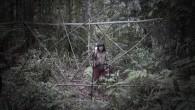 Au Sarawak, l'un des deux états malais de l'île de Bornéo, « ceux de l'amont des rivières » sont les premiers touchés par la déforestation massive des forêts. Les Penan, naguère nomades, sont aujourd'hui dans le cœur du tourbillon: comment continuer à vivre quand tout s'effrite autour de soi, quand le paysage qui donne sens [...]