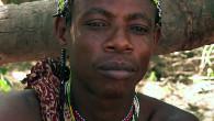 En plein cœur de la brousse, un carnet à la main, j'apprends l'anthropologie auprès d'un groupe de chasseurs-cueilleurs tanzaniens: les Hadzabe. Mais le jour où ils me demandent de leur acheter une moto, le doute s'installe. Quelle est ma place dans ce groupe, mon impact… et ma réponse? Marion Longo – Dock films – 50min – 2017