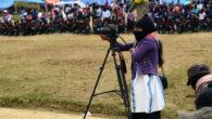 De la Patagonie aux montagnes du Mexique, des communautés se soulèvent. Elles dénoncent la destruction de leurs territoires et de leurs vies. Puisant dans leurs héritages culturels, elles s'organisent pour arrêter le carnage et créer des solutions inspirantes. Le documentaire Minga est un écho de ces voix de résistance. Zapatistes, Mapuche, mouvements paysans, Garifunas, Lencas, mouvement des «sans terre», Guaranis Kaiowas, Nasas, Wayuus, les peuples originaires [...]