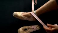 Après des années d'itinérances depuis son Guatemala natal, c'est au cœur du quartier du Foulon à Pamiers que Carmen a posé ses valises. Avec son sourire et ses pièces de théâtre, elle tisse des liens entre les gens.    Greta Loesch / 11′ / Caméra au poing – La Télé Buissonnière / 2018